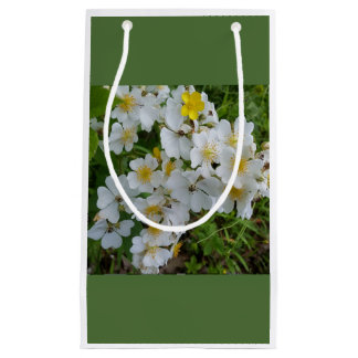 White Wildflower Floral Themed Gift Bag