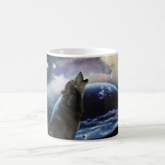 Wolf howling at the moon coffee mug