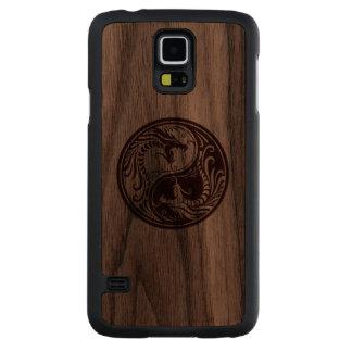 Wood Yin Yang Dragons Carved® Walnut Galaxy S5 Slim Case