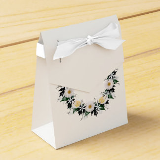 "Wreath ""Simple Star"" White Flowers Favor Box Party Favour Box"
