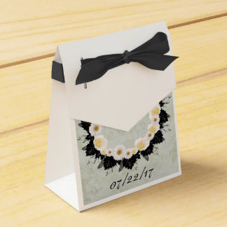 "Wreath ""White Wedding"" White Flowers Favor Box Wedding Favour Box"