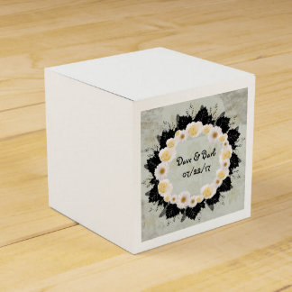 "Wreath ""White Wedding"" White Flowers Favor Box Wedding Favour Boxes"