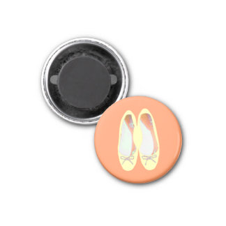 Yellow shoes 3 cm round magnet